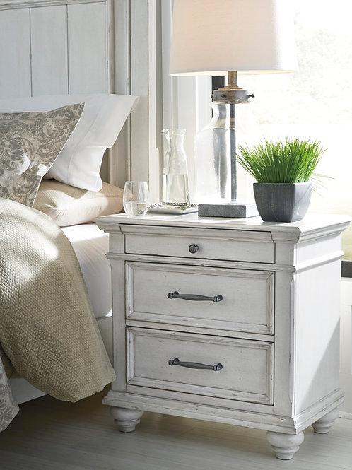 Kanwyn Vintage White Nightstand