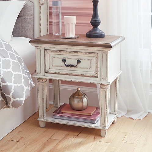 Realyn Antique White 1-Drawer Nightstand