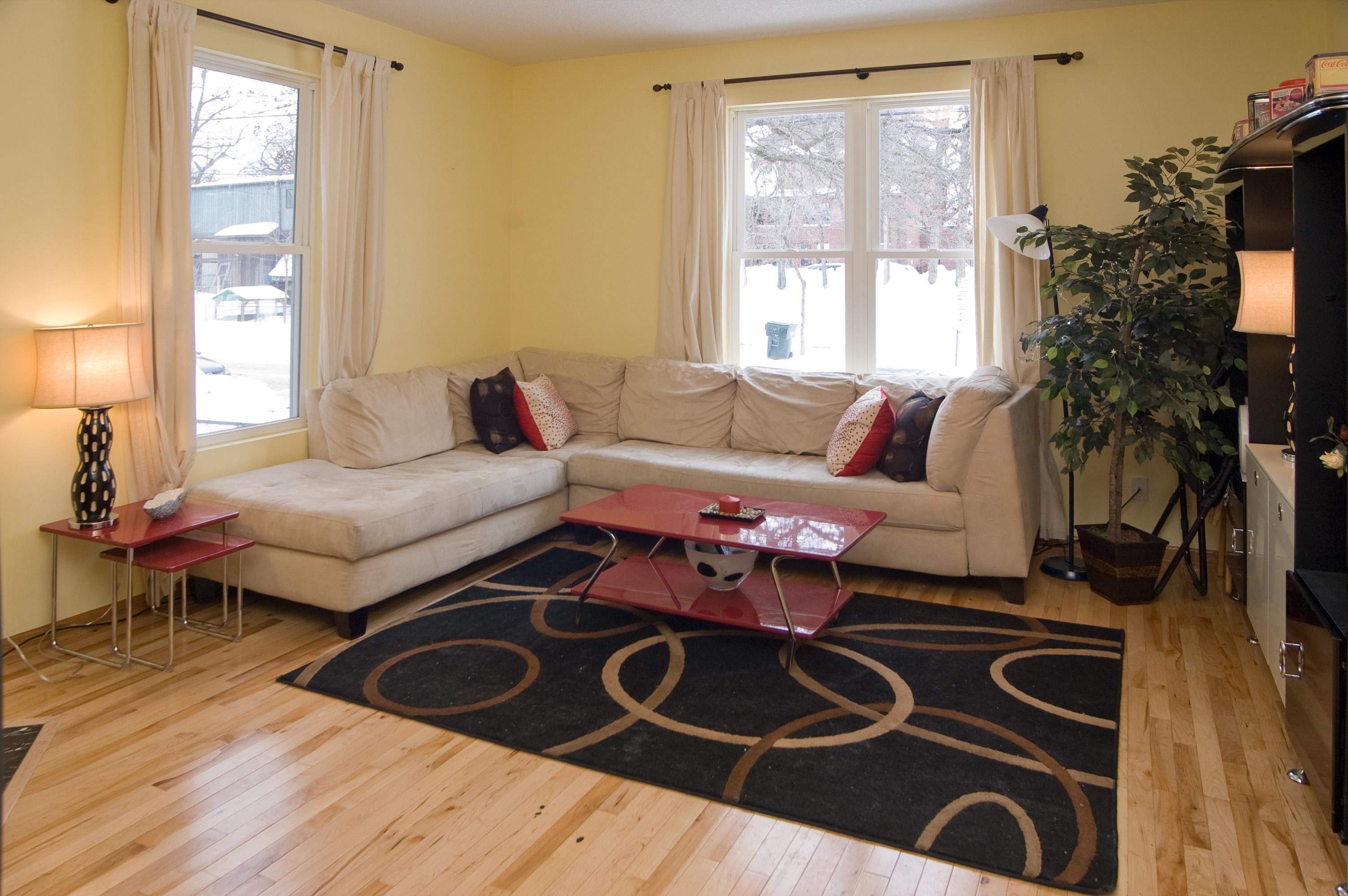 516 12th Living room 2