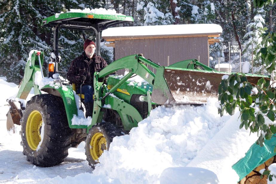 tractorsnow.jpg