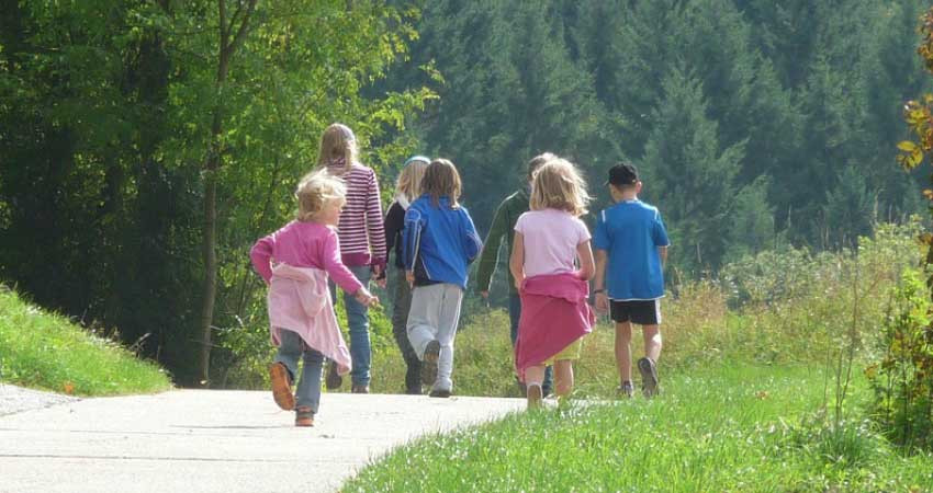 Kids hiking, fun things to do with kid this summer.