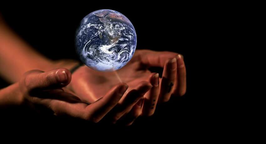 Hands and Globe, Edens Manifesto