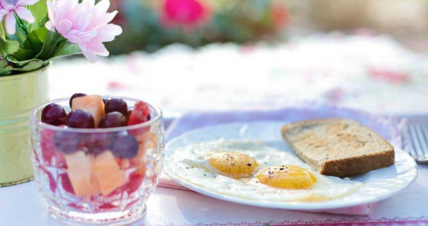 Why its Okay to Skip Breakfast, Eggs, toast and fruit.