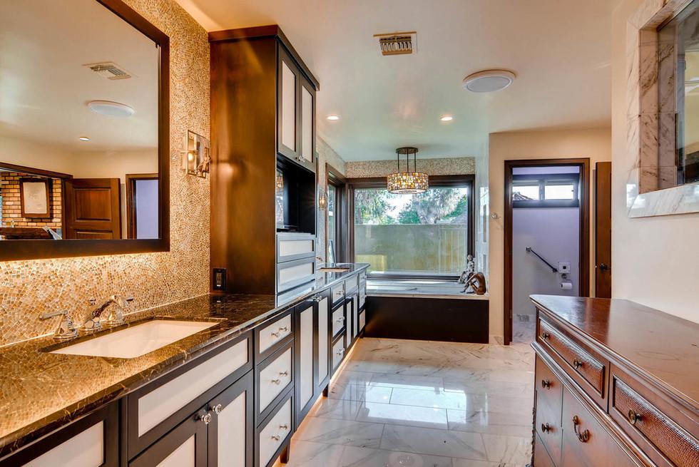 TGI HomeCrafters Mesa AZ 85205-large-017-22-Master Bathroom-1499x1000-72dpi.jpg