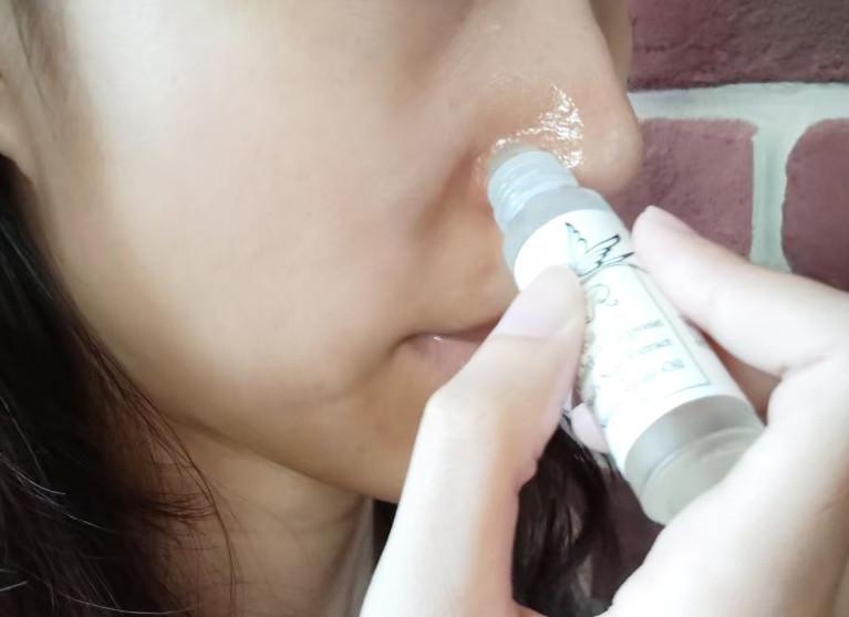在臉上也塗上滋養油