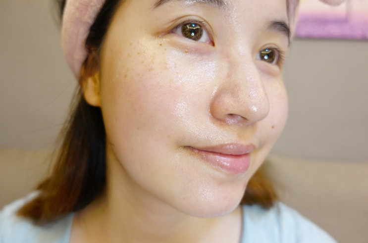 延長保濕效果,長期使用可讓肌膚提升彈力,減少細紋