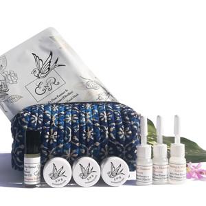 和印度偏鄉婦女製作的手工化妝包,合作組套商品,包包收入全數付給該單位
