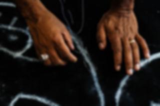Quantas mãos fazem um maracatu?