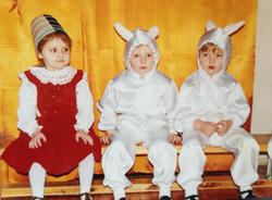 Masha Steinberg, 1994, מינסק. אני בהצגה בגן לכבוד נובי גוד, לא ברור מה זה הדלי על הראש