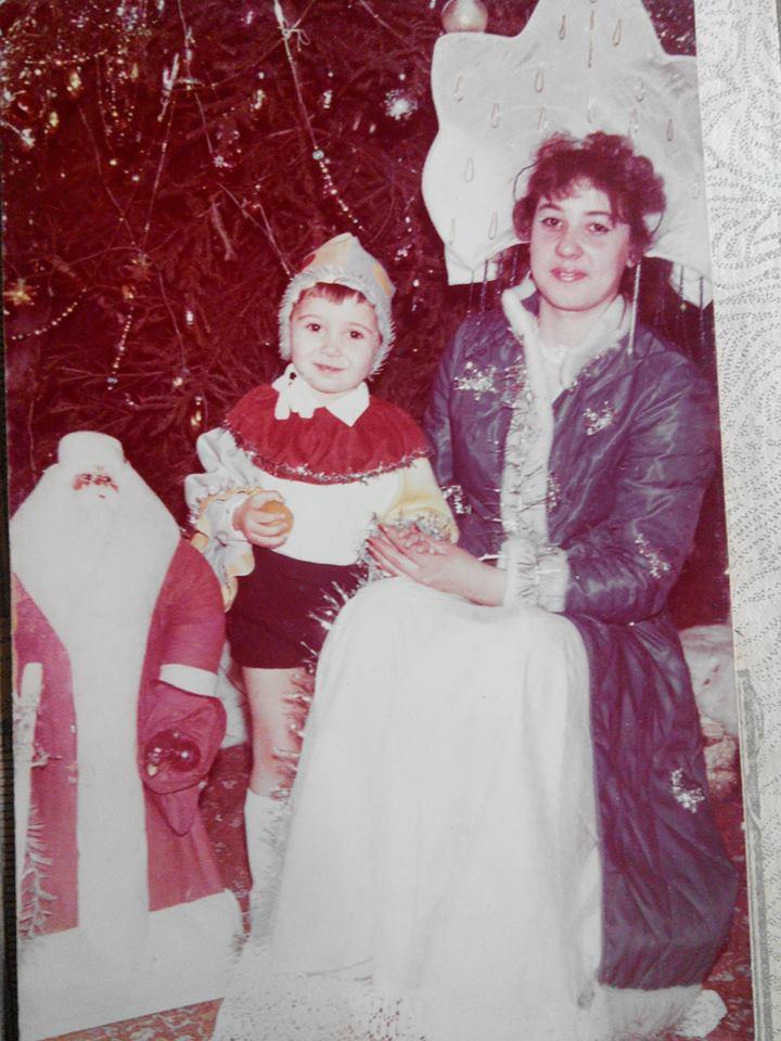 Stas Linchevsky, 1989, לטביה. אני בן שנתיים מצולם עם היולצ'קה (עץ נובי גוד) שיש לנו עד היום, איתה אנ