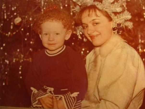 Anna Poly Rahamim, 1989, בריה_מ. אני מצולמת עם סניגורצ'קה בנובי גוד האחרון שלנו לפני העלייה.