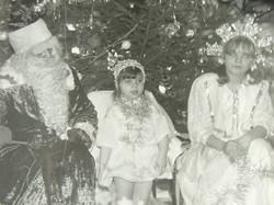 אלקס ריף, אז בת חמש בצרנוביץ אוקראינה ביולקה החגיגית בכיכר העיר עם דד מרוז וסנגורצ'קה