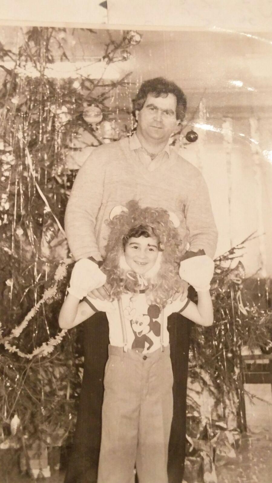 Beri Rozenberg, 1986-1988, לטביה, בריה_מ. אני עם אבא שלי. את החולצה שאני לובש הכין אבא שלי עם הדפס ש