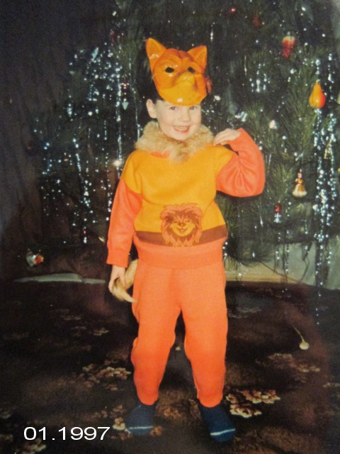 Alexandra Kashpor, 1997, דונצק, אוקראינה. אני מחופשת לשועל (אמא ניסתה להיות מקורית), בחגיגות בבית של