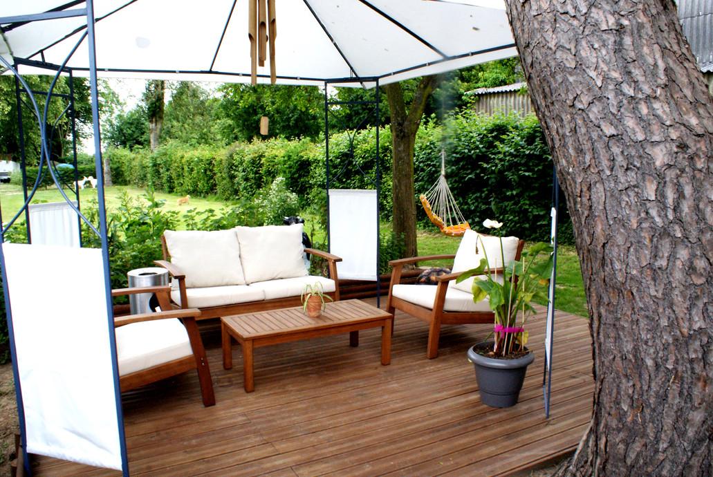 Terrasse sous le pin