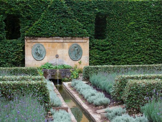 Fontaine du jardin bas