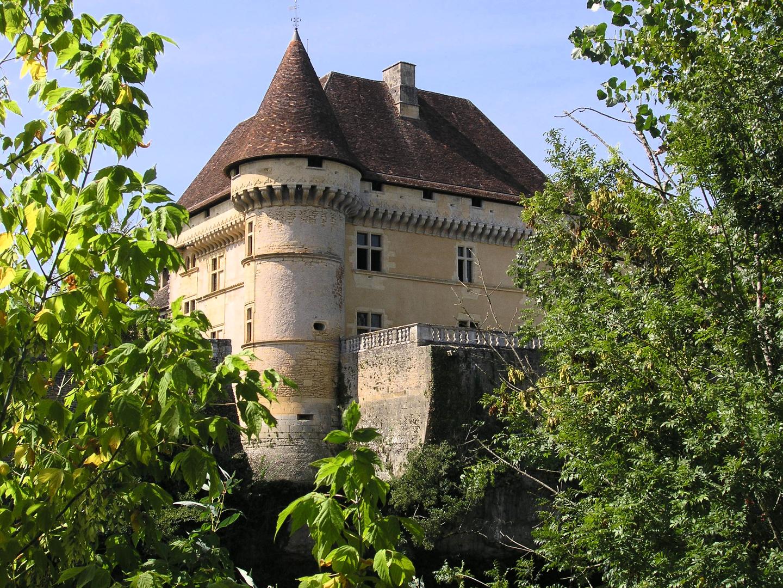 Tour Sud-Est et terrasse sur la Vézère