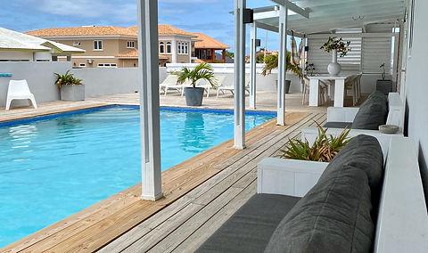 Loungebanken zwembad.jpg