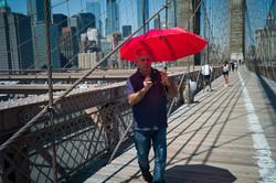 Brklyn Bridge roter Schirm