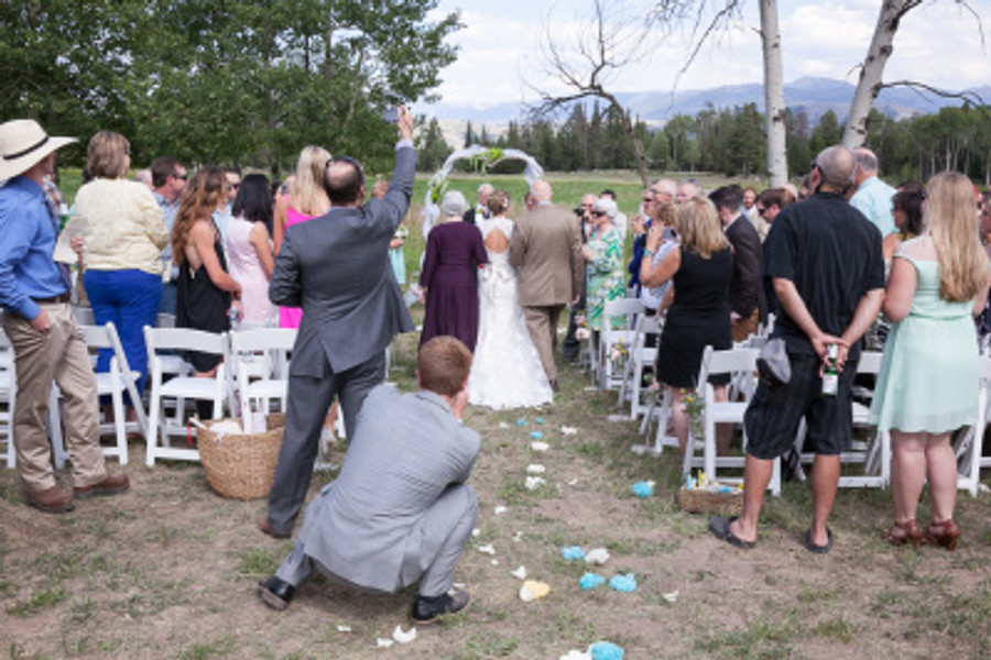 why_you_should_consider_having_an_unplugged_wedding