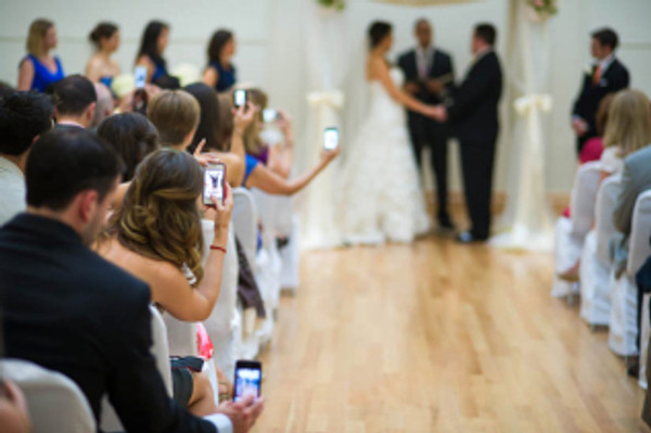 wedding-mistakes-guests-with-cameras