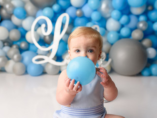 Balloon wall cake smash | Cypress Photographer | Cake Smash Session