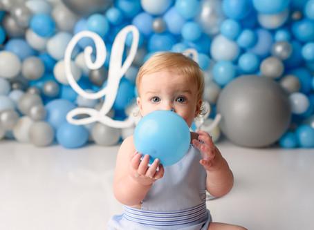 Balloon wall cake smash | Cypress Photographer | Cake Smash Session