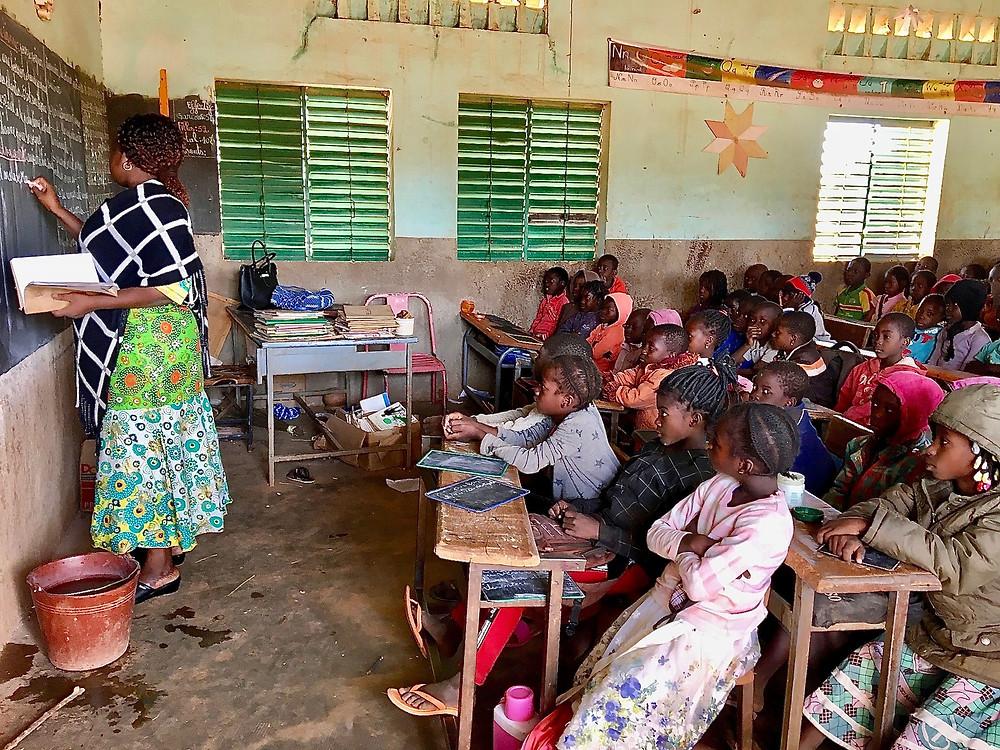Students in a classroom in Burkina Faso, © 2020 Lauren Seibert/Human Rights Watch