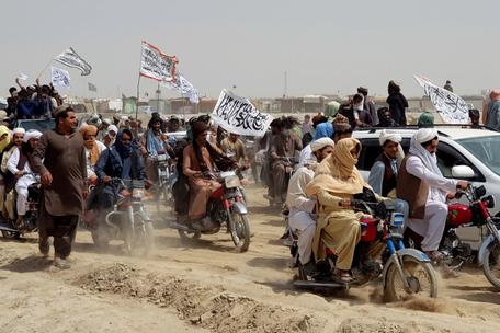 Taliban accused of 'massacring civilians' in Afghan border town