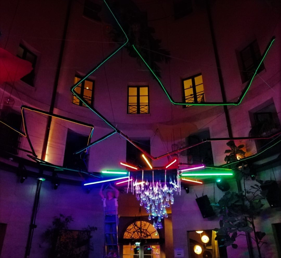 Scénographie dancefloor soirée Attrape Rave