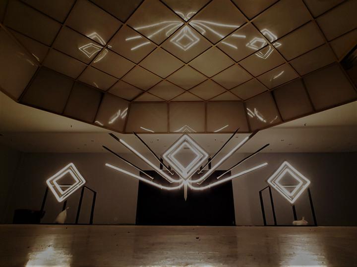 DJ-Booth-scene-soiree-scorpio-4creatif-innovation-eco-responsable-creer-partager-voyager-sublimer-recycler-ecologique-plasticienne-artiste-paris-atelier-art-sculpture-installationartistique-scenographie-scenographe-evenementiel-corporate-entreprise-galerie-decors-design-architecture-scene