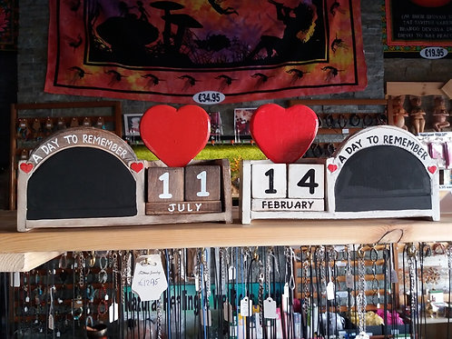 Love calendars - Wooden - Red or White
