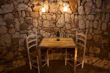 Interior d'una de les barraques