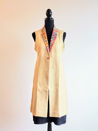 Sleeveless Jacket with Embroidered Collar