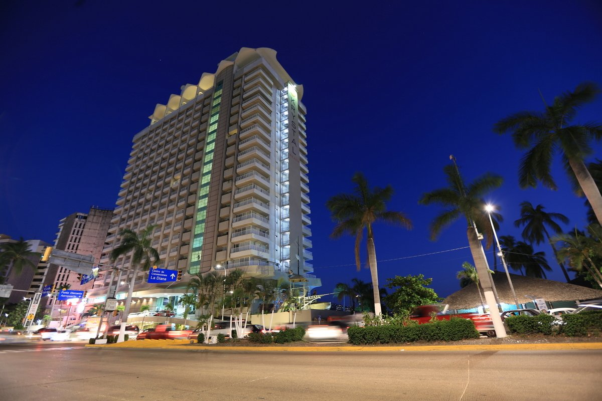 krystal-beach-acapulco-fachada-noche