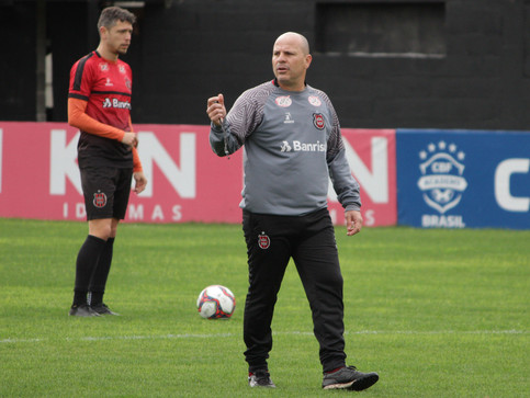 Após nova derrota, Xavante anuncia saída de treinador