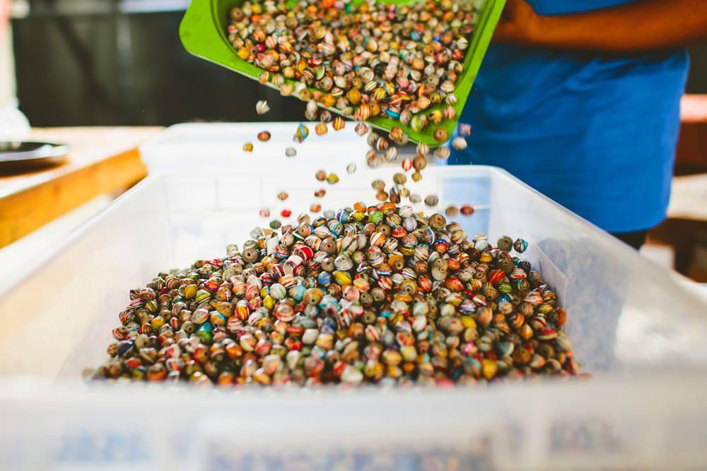 Perles en papiers. Haïti.