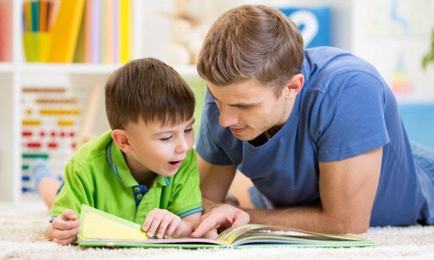 Родители учат ребёнка.jpg