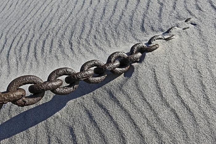 Цепь в песке.jpg