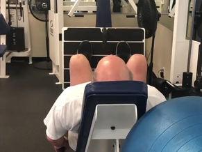 Knee tracking in leg exercises
