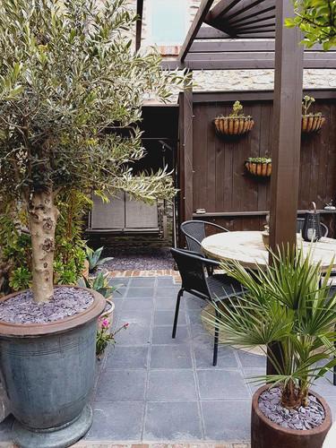 Black Limestone Courtyard 3.jpg