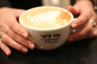 קפה טרי של קפה קרמל
