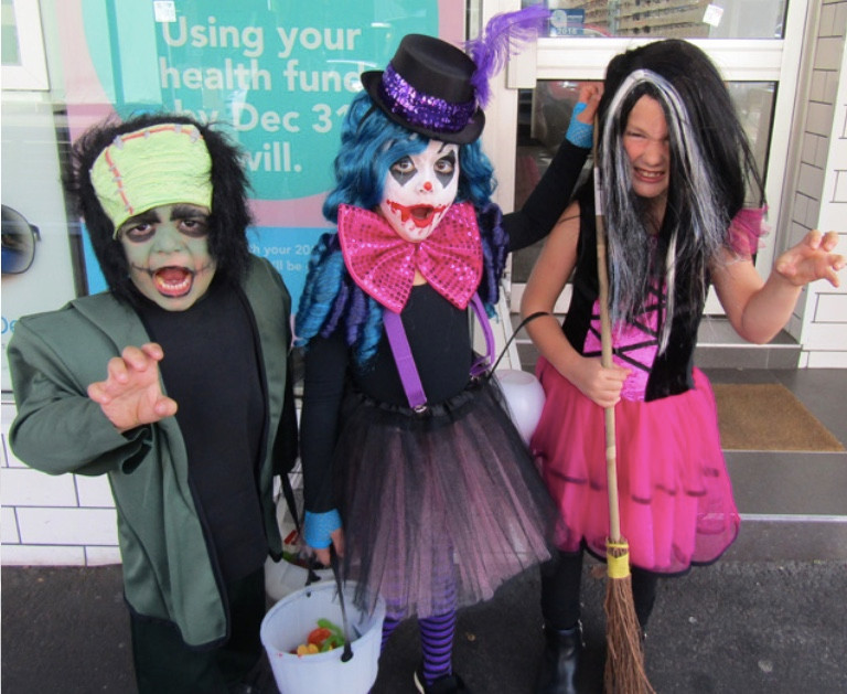 Glenferrie locals participating in the trick or treat fun.