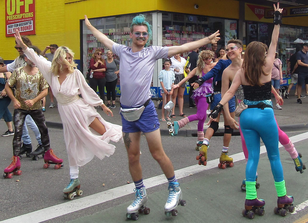 1980's themed roaming dance performers.