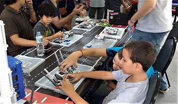 Garoto com Robô 2 (2).jpg