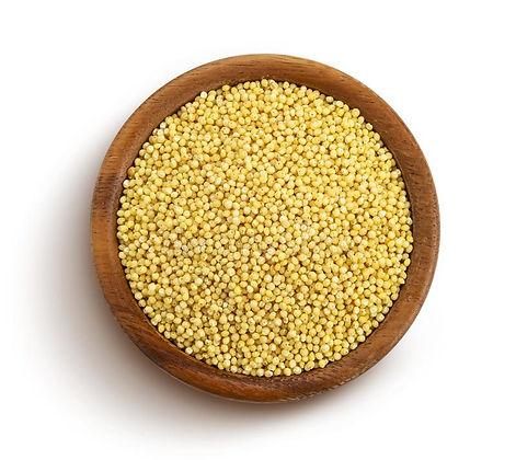семена-милет-изолированные-на-белом-фоне