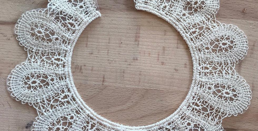 Valencia Cream motif small open circle