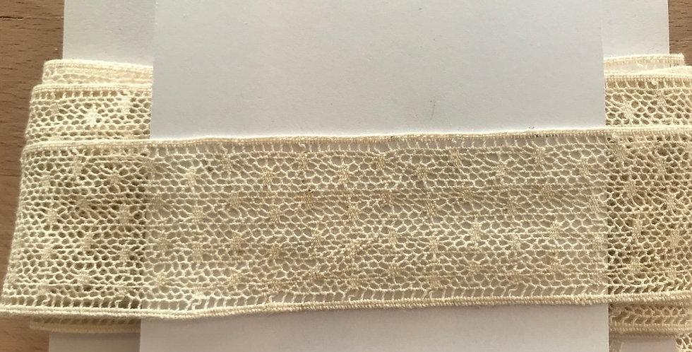 Cream spot lace remnant