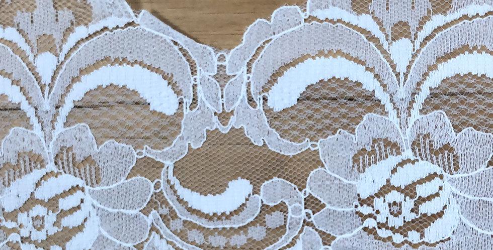 Susan vintage scallop lace trim