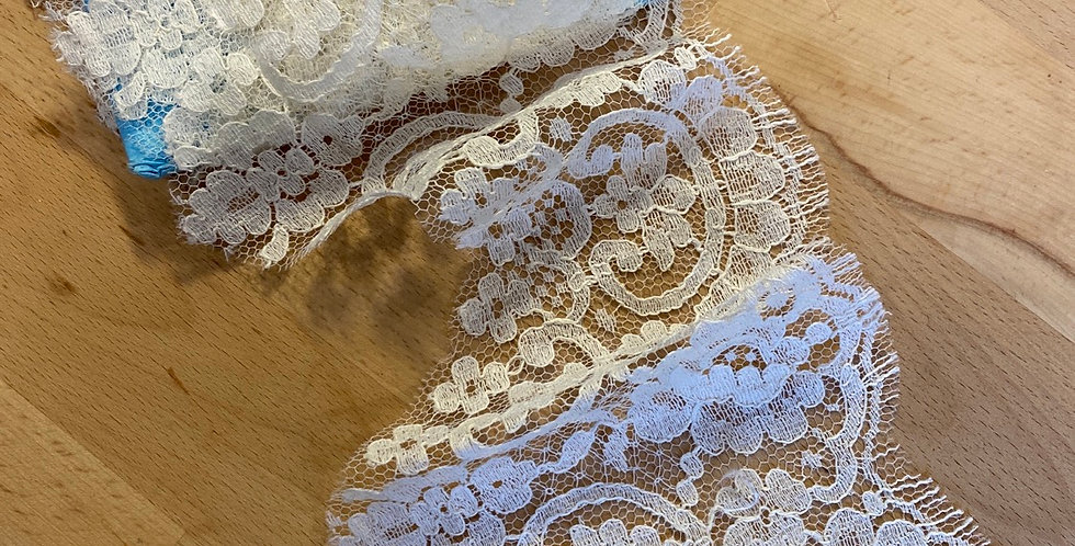 2.8 metres vintage French chantilly lace